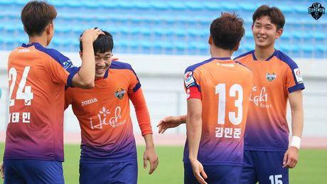 Xuan Truong chi da mot hiep, Gangwon dung buoc o FA Cup - Anh 1