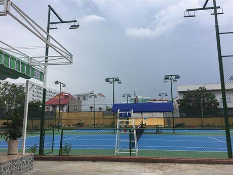 Truong dai hoc Ngan hang TP.HCM: Xay san tennis de phuc vu sinh vien? - Anh 1