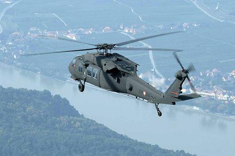 Can canh truc thang sat thu dieu hau den UH-60 Black Hawk cua My - Anh 1