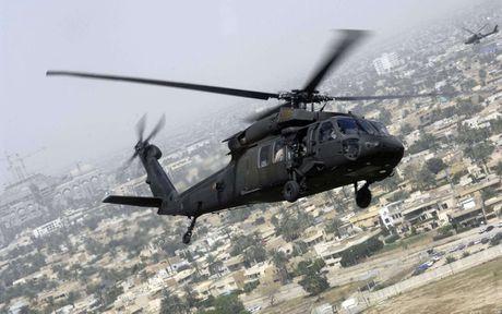 Can canh truc thang sat thu dieu hau den UH-60 Black Hawk cua My - Anh 2
