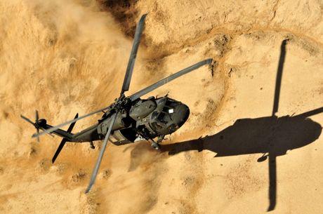 Can canh truc thang sat thu dieu hau den UH-60 Black Hawk cua My - Anh 4