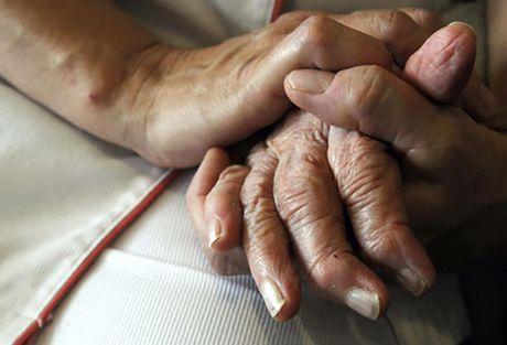 Nhung dieu can biet khi cham soc nguoi bi benh Alzheimer - Anh 7