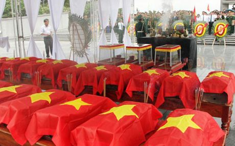 Quang Tri: Don nhan hai cot liet si hi sinh tai Lao ve Viet Nam - Anh 1