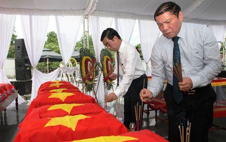 Quang Tri: Don nhan hai cot liet si hi sinh tai Lao ve Viet Nam - Anh 2