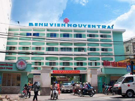 Pho Giam doc Benh vien Nguyen Trai (TP.HCM) bi to sai pham trong thuc hien ket qua trung thau? - Anh 1