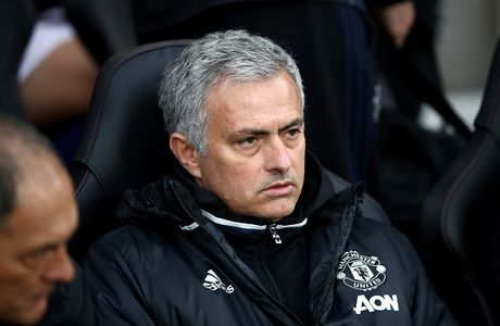 Mourinho: 'Ajax khong dang gop mat tai Europa League' - Anh 1