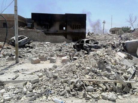 Iraq: Danh bom lieu chet gan cac mo dau, nhieu nguoi thiet mang - Anh 1