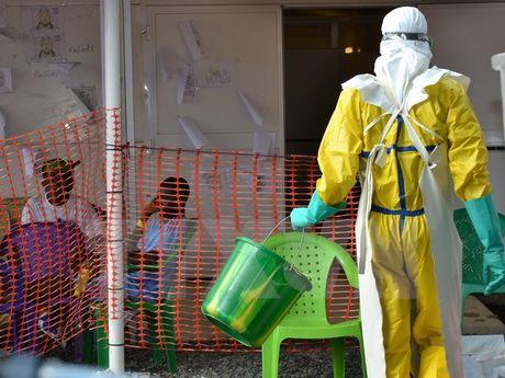 Bung phat dich Ebola o CHDC Congo, nuoc lan can ban bo canh bao - Anh 1