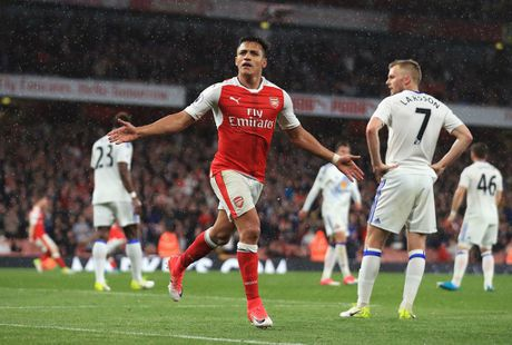 Goc BLV Quang Huy: Man City, Liverpool 'hop suc' loai Arsenal khoi Top 4 - Anh 1
