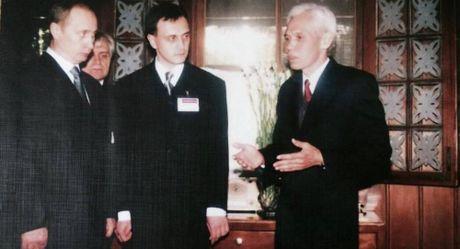 Chuyen nguoi can ve cua Bac Ho duoc Tong thong Nga Putin moi tham Nga - Anh 1