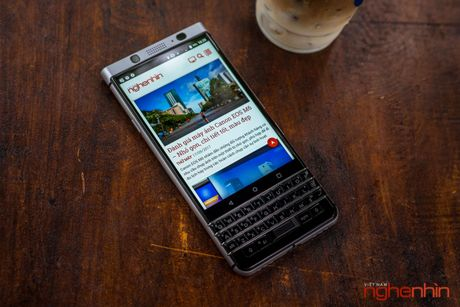 Tren tay Blackberry Keyone: ban ra vao cuoi thang 6, gia 15 trieu - Anh 1
