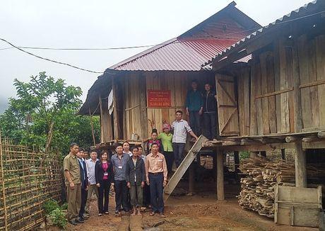 LDLD tinh Lai Chau: Ban giao nha 'Mai am CD' cho mot ho dan ngheo - Anh 1