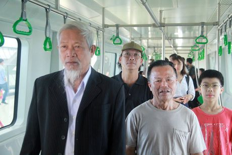 Nguoi dan muc so thi tau Cat Linh – Ha Dong va ga mau La Khe - Anh 1