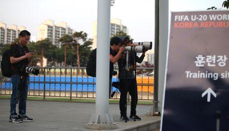 Co dong vien bi duoi vi U20 Viet Nam bat ngo tap kin - Anh 14