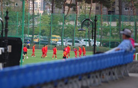 Co dong vien bi duoi vi U20 Viet Nam bat ngo tap kin - Anh 15