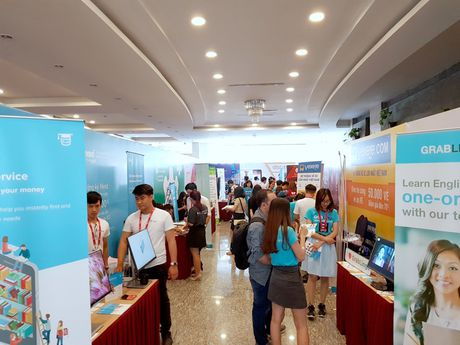 Loat startup Vexere, Giaohangnhanh, Fastsell,... tu hoi tai Vietnam Mobile Day 2017 - Anh 1