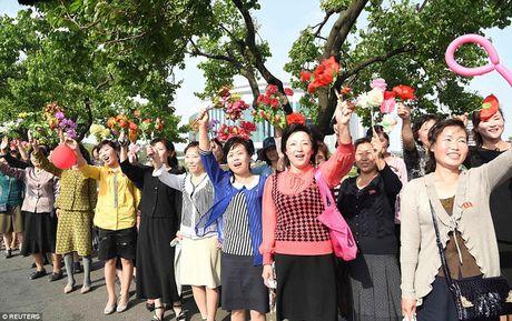 Hang nghin nguoi Trieu Tien no nuc don chao cac nha che tao ten lua - Anh 6