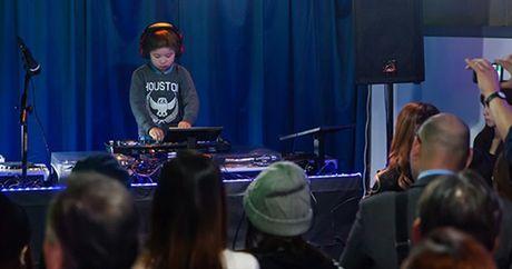 Cau be Nhat Ban lap ky luc the gioi DJ Club nho tuoi nhat - Anh 2