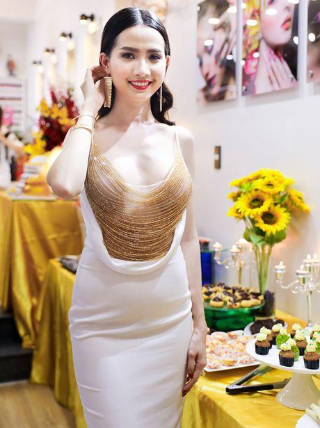 Phan Thi Mo mac tre nai, khoe vong mot cuc sexy - Anh 1