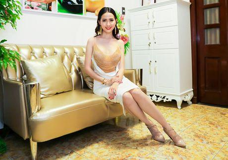 Phan Thi Mo mac tre nai, khoe vong mot cuc sexy - Anh 3