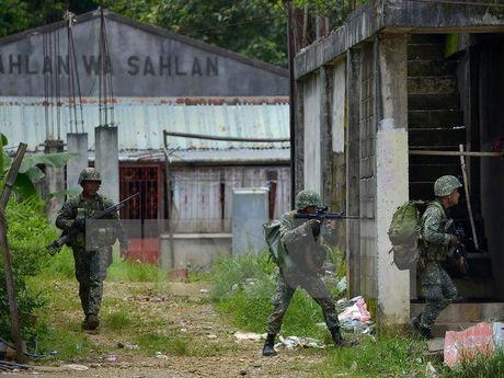 Philippines mo cuoc tan cong moi vao phien quan Hoi giao o Marawi - Anh 1