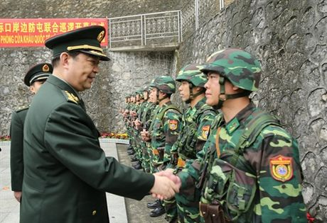 Bo doi Bien phong mang sung Galil ACE 31 - Anh 1