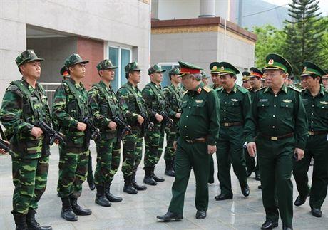 Bo doi Bien phong mang sung Galil ACE 31 - Anh 2