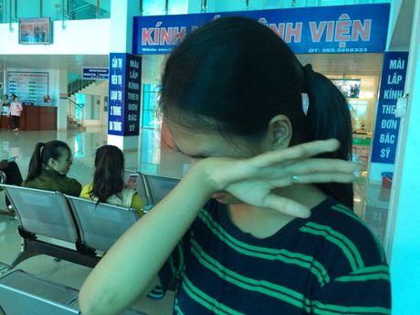 Vu nu sinh bi danh hoi dong den ngat xiu: Nhieu doi tuong bo tron - Anh 3