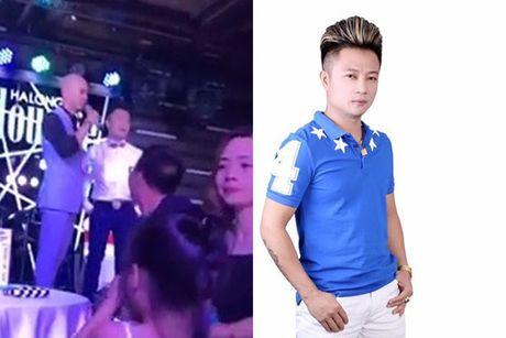 Phan Dinh Tung 'cuop mic, doa nat dan em': Fan soc, nhan chung len tieng - Anh 1