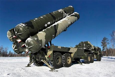 May bay My khong the thoat khoi ten lua S-400 Nga? - Anh 1