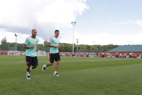 Ronaldo mat 'dua dam', ky tang cho nguoi ham mo - Anh 1