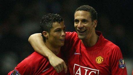 Rio Ferdinand hy vong Ronaldo tro lai Man United - Anh 1