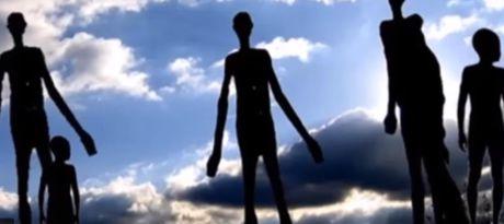 Xon xao nhan chung thay UFO khong lo cung nhom nguoi cao 7m - Anh 3