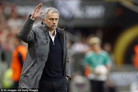 HLV Mourinho bi cao buoc tron thue 3,3 trieu Euro - Anh 1