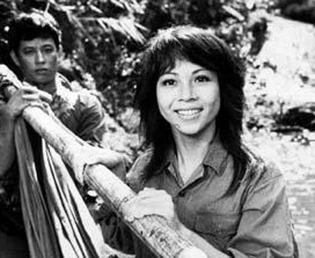 Cuoc doi thuc cua vo 'ong trum' Phan Quan trong phim Nguoi phan xu - Anh 1
