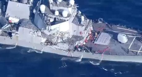 Chuyen gia: Tau khu truc My USS Fritzgeral 'tan phe' sau khi bi tau hang Philippines dam mop - Anh 1