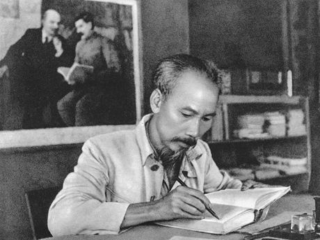 Hoc tap, lam theo tu tuong, phong cach bao chi Ho Chi Minh - Anh 1