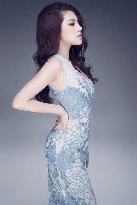 Jolie Nguyen khoe dang ngoc nga voi vay hang hieu 12.000 USD - Anh 2