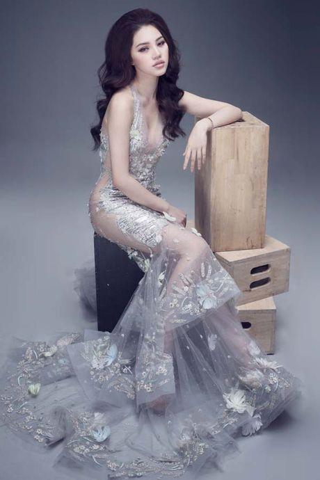 Jolie Nguyen khoe dang ngoc nga voi vay hang hieu 12.000 USD - Anh 5