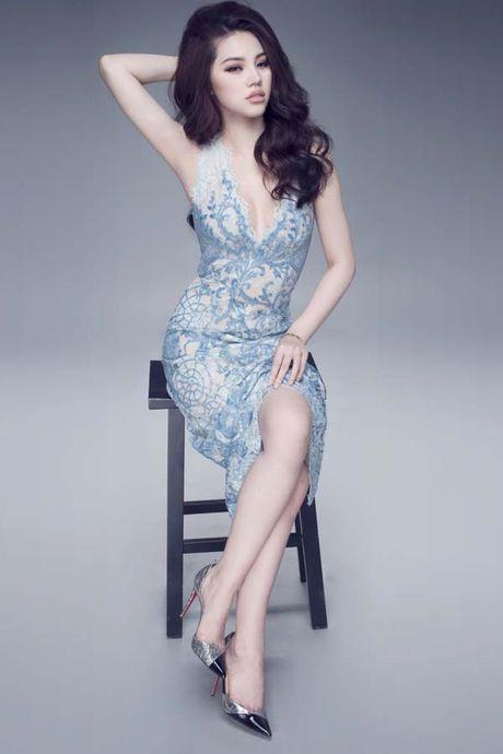 Jolie Nguyen khoe dang ngoc nga voi vay hang hieu 12.000 USD - Anh 6