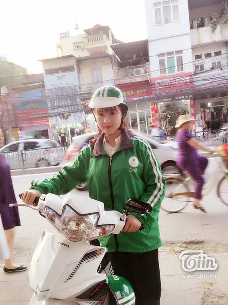 'Hotgirl Grabbike' dang duoc dan mang truy tim: Tung lam shipper va bi bung tien - Anh 1