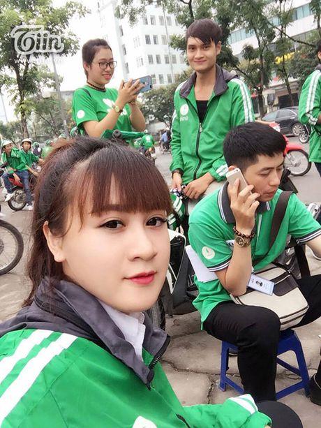 'Hotgirl Grabbike' dang duoc dan mang truy tim: Tung lam shipper va bi bung tien - Anh 4