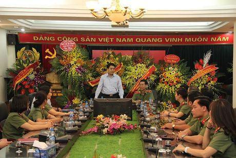Chu tich UBND thanh pho Ha Noi Nguyen Duc Chung tham, chuc mung Bao CAND - Anh 1