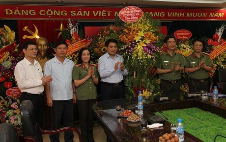 Chu tich UBND thanh pho Ha Noi Nguyen Duc Chung tham, chuc mung Bao CAND - Anh 3