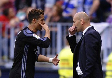 Ronaldo chan nan voi Real: Zidane nua giu nua buong - Anh 1