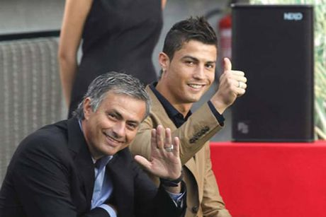 "Ronaldo muon ""lam lanh"" Mourinho, tai hop MU vi ghet fan Real - Anh 2"