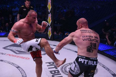 """MMA: Luc si khoe nhat hanh tinh do van """"thanh knock-out"""" - Anh 1"""