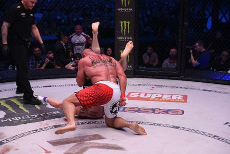"""MMA: Luc si khoe nhat hanh tinh do van """"thanh knock-out"""" - Anh 2"""