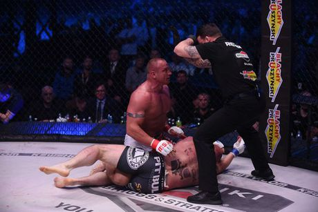 """MMA: Luc si khoe nhat hanh tinh do van """"thanh knock-out"""" - Anh 4"""