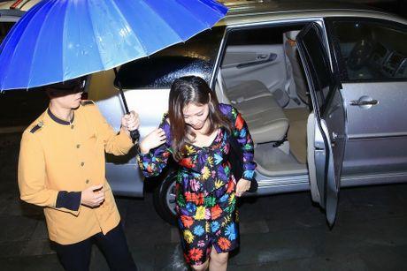 Xuan Bac, MC Phan Anh hao hung mua phu hoa cho Thu Minh - Anh 2